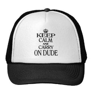 Mantenga tranquilo y continúe al tipo gorras de camionero