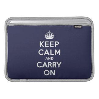 Mantenga tranquilo y continúe el azul de Phthalo Fundas MacBook