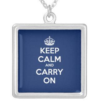 Mantenga tranquilo y continúe el collar cuadrado -