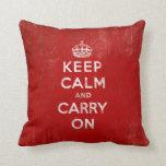 Mantenga tranquilo y continúe el rojo del vintage cojin