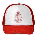 Mantenga tranquilo y continúe el texto del rojo de gorros bordados