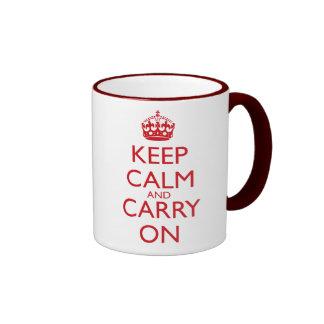 Mantenga tranquilo y continúe el texto del rojo de taza