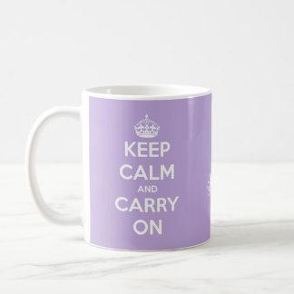 Mantenga tranquilo y continúe la lavanda taza de café