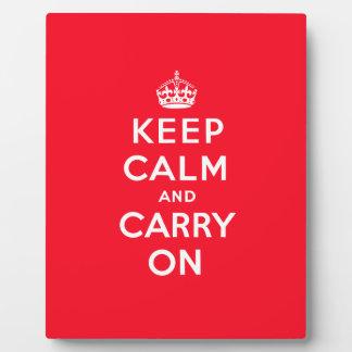 Mantenga tranquilo y continúe la placa