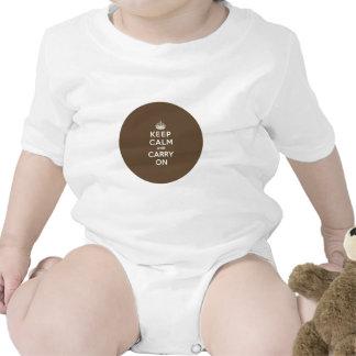 Mantenga tranquilo y continúe la vainilla en marró trajes de bebé