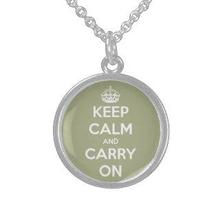 Mantenga tranquilo y continúe la verde salvia collares de plata esterlina