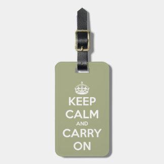 Mantenga tranquilo y continúe la verde salvia etiquetas para maletas
