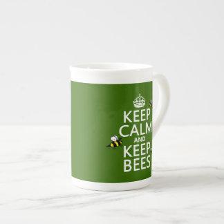 Mantenga tranquilo y guarde las abejas - todos los taza de porcelana