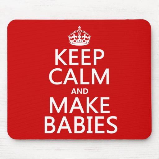 Mantenga tranquilo y haga a los bebés (en cualquie mousepads