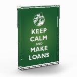 Mantenga tranquilo y haga el premio de los préstam