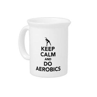 Mantenga tranquilo y haga los aeróbicos jarron