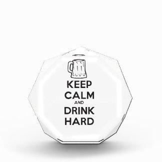 mantenga tranquilo y la bebida hard ai