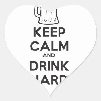 mantenga tranquilo y la bebida hard.ai pegatina en forma de corazón
