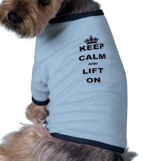 MANTENGA TRANQUILO Y LEVANTE ON.png Camisetas Mascota