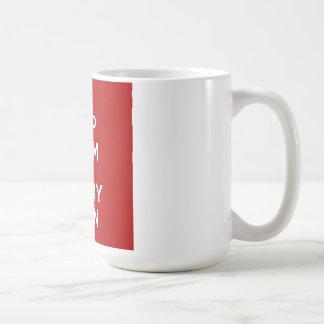 Mantenga tranquilo y lleve el hilado taza de café