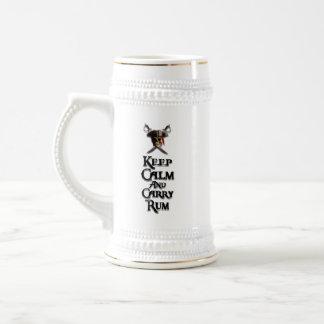 Mantenga tranquilo y lleve el ron jarra de cerveza