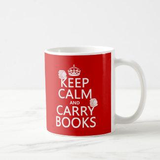Mantenga tranquilo y lleve los libros (en cualquie tazas de café