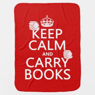 Mantenga tranquilo y lleve los libros (en manta de bebé