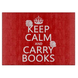 Mantenga tranquilo y lleve los libros (en tabla de cortar