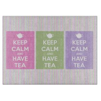 Mantenga tranquilo y tenga collage del té tabla para cortar