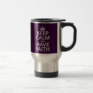 Mantenga tranquilo y tenga fe (los colores adaptab taza de café