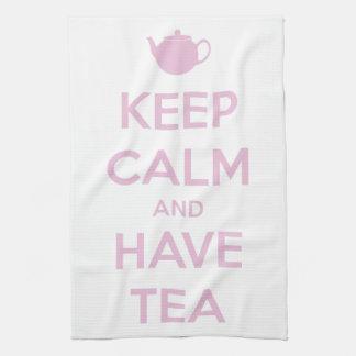 Mantenga tranquilo y tenga rosa del té en blanco toallas de cocina