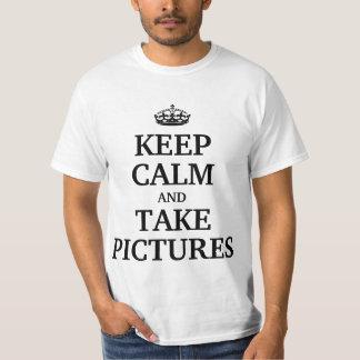 Mantenga tranquilo y tome las imágenes playera