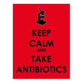 Mantenga tranquilo y tome los antibióticos tarjeta postal