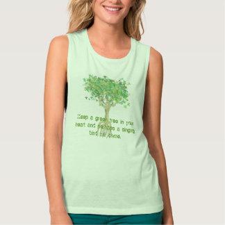 Mantenga un árbol verde su corazón y quizás playera de tirantes anchos