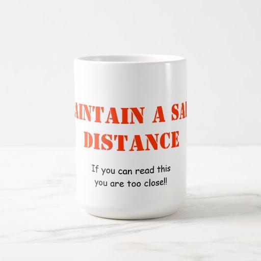 Mantenga una taza de la distancia de seguridad
