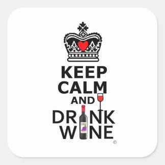 Mantenga vino tranquilo y de la bebida pegatina cuadrada