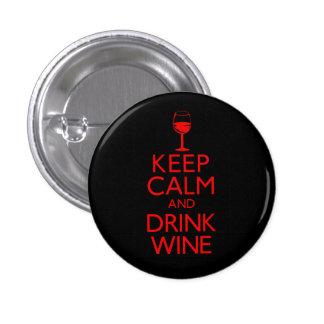 Mantenga vino tranquilo y de la bebida pin redondo de 1 pulgada