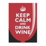 Mantenga vino tranquilo y de la bebida postales