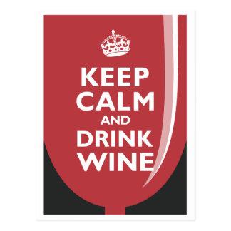 Mantenga vino tranquilo y de la bebida tarjeta postal