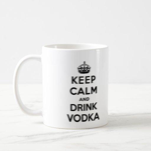 Mantenga vodka tranquila y de la bebida taza