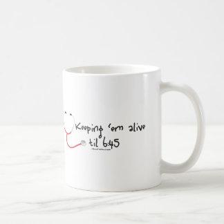 Manteniendo el em vivo hasta 6:45 tazas de café