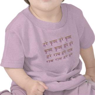 Mantra de Krishna Maha de las liebres en sánscrito Camisetas