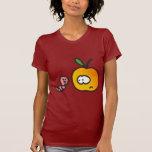 Manzana con gusano camiseta