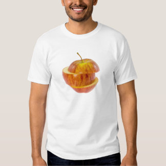 Manzana roja cortada camisas