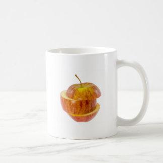 Manzana roja cortada taza de café