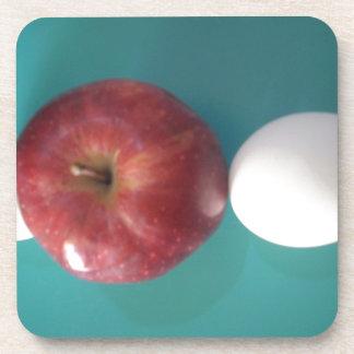 Manzana roja del huevo gemelo para un pie.JPG Posavaso