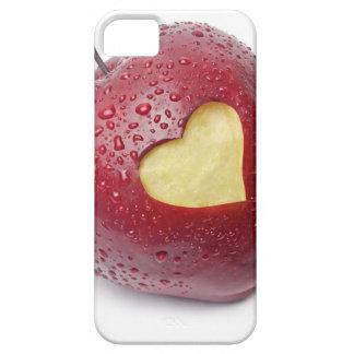 Manzana roja fresca con un símbolo en forma de cor iPhone 5 Case-Mate protectores