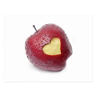 Manzana roja fresca con un símbolo en forma de postales