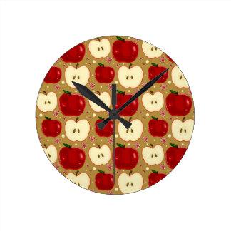 Manzanas cortadas rojo reloj redondo mediano