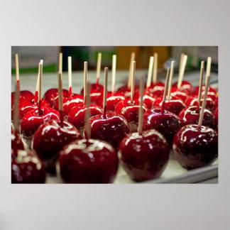 Manzanas de caramelo posters