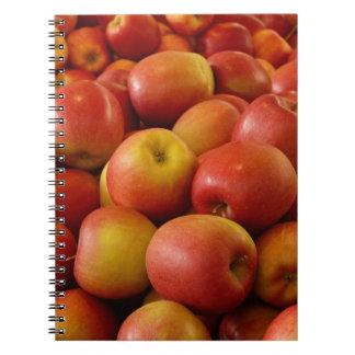 Manzanas de nuevo a las páginas B&W del cuaderno