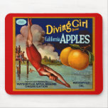 Manzanas del chica del salto - etiqueta del cajón  tapetes de ratón