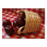 Manzanas del país en un mantel a cuadros felicitación