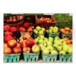 Manzanas en el mercado del granjero felicitaciones