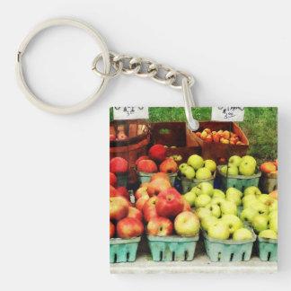 Manzanas en el mercado del granjero llavero